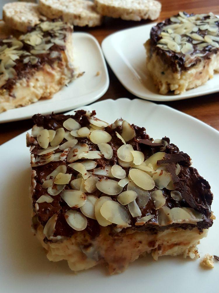 Proteinowe ciasto budyniowe na spodzie z wafli ryżowych2
